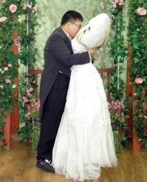 Coreano se casa con su almohada 148