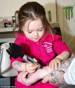 Niña tatuadora mas joven del mundo