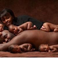 La imagen de la familia con sextillizos que conmueve al mundo