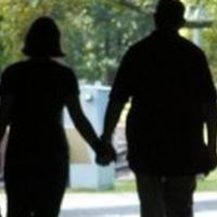 Padre e hija viven felices como marido y mujer
