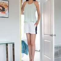 Sólo sus piernas miden de 1.34 metros