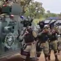 Este no es el ejército o la policía mexicana, es el cartel de El Cártel Jalisco Nueva Generación (CJNG)